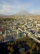 La Plaza de Armas et le volcan Misti en arrière plan